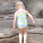 赤ちゃんの日焼け対策!水遊びは日焼け止め&ラッシュガードで防止!
